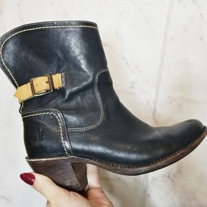 Frye boots black brown strap and buckle